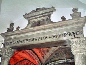 Capela dos Ossos entrada