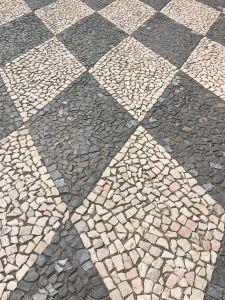 Calcada portuguesa losangos