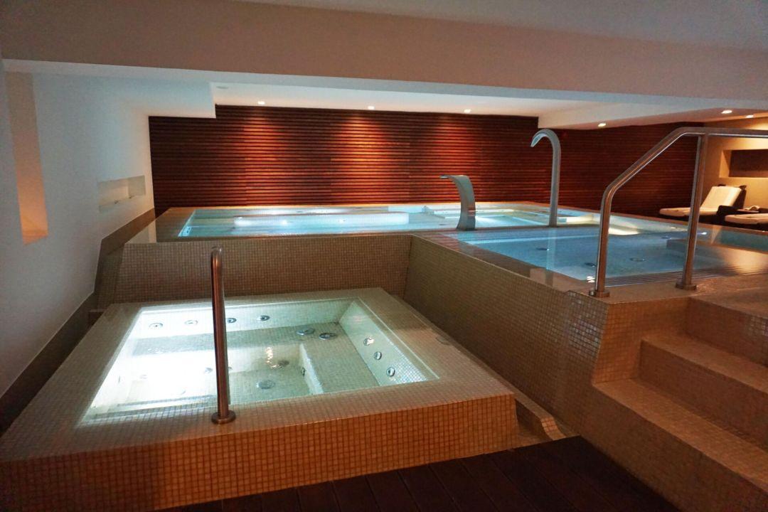 Acqua Spa dynamic pool and jacuzzi