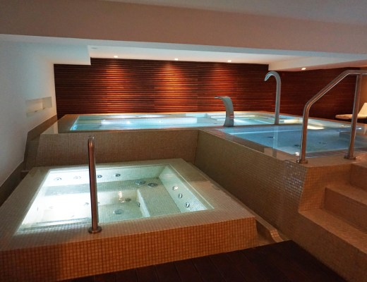 Acqua Spa dynamic pool and jacuzzi