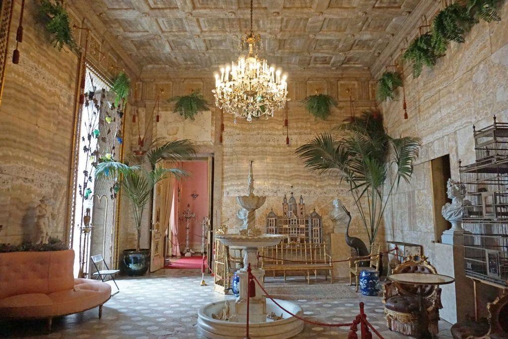 Palacio Nacional da Ajuda Marble room