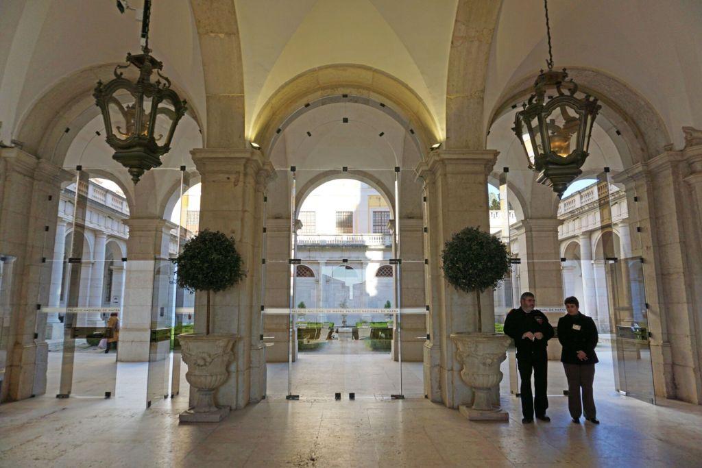 Palácio Nacional de Mafra entrance