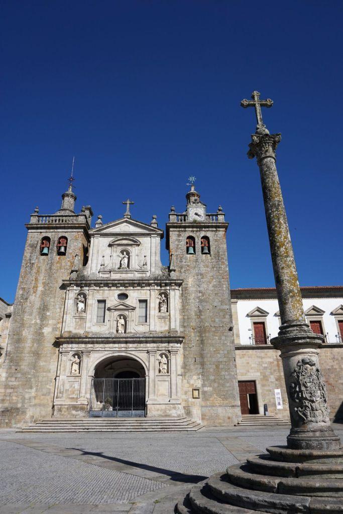 Viseu Cathedral outside