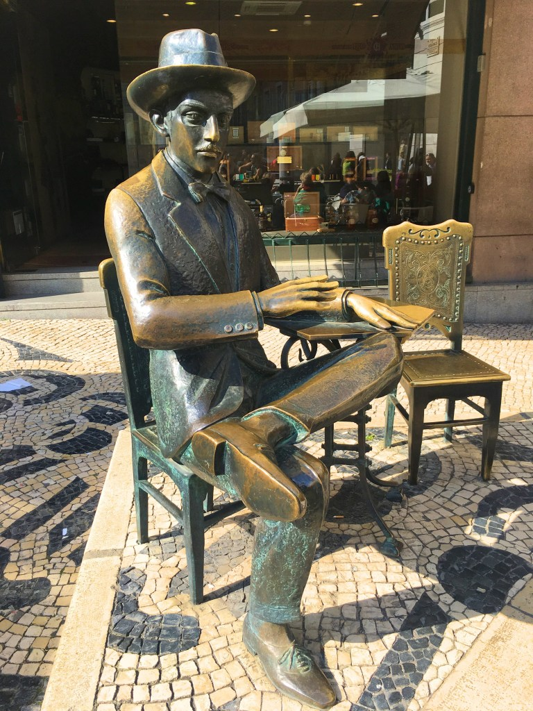 Fernando Pessoa statue
