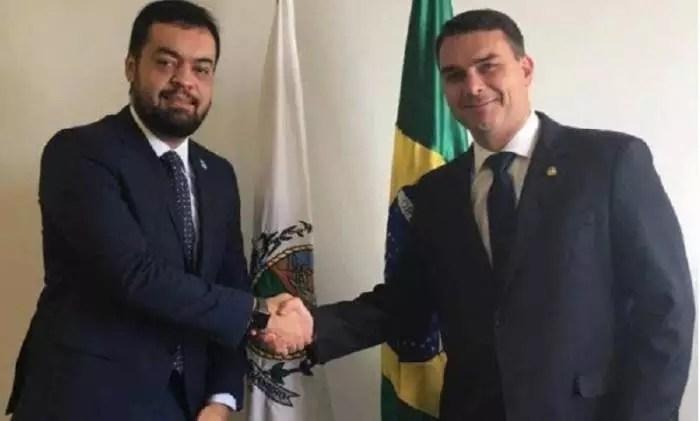 Vice de Witzel, Cláudio Castro, assume Governo do Rio como refém do clã Bolsonaro
