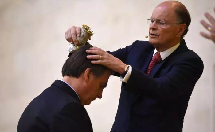 Bolsonaro joga para torcida, veta perdão de dívidas de igrejas, mas, atua para o congresso derrubar o próprio veto.