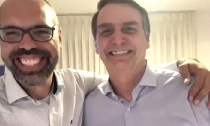 "Abandonado, Allan dos Santos diz a Bolsonaro: ""Nunca mais me ligue."""