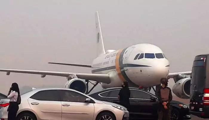 Avião de Bolsonaro arremete em MT por causa da fumaça de queimadas