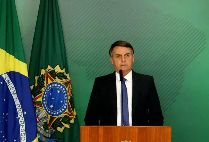Bolsonaro tirar dinheiro do FUNDEB (Educação) para pagar o Renda Brasil, que agora tem outro nome.