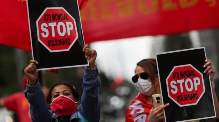 """""""STOP BOLSONARO"""": Ativistas do mundo inteiro organizam para 11/10 ação internacional para denunciar a destruição do Brasil."""