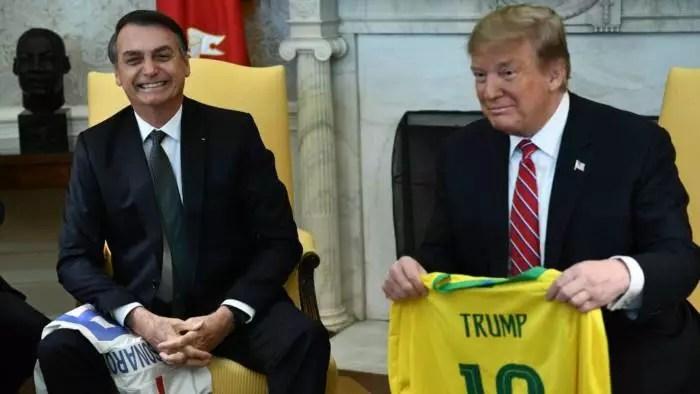 Bolsonaro sacrifica interesses brasileiros, por uma falsa amizade de Trump.