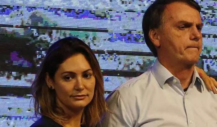 URGENTE: Mensagens vazadas colocam Michelle Bolsonaro no caso de propina com vacinas. Afirma Veja.