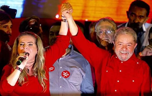Pesquisa aponta segundo turno entre PT e bolsonarista, em Fortaleza-CE.
