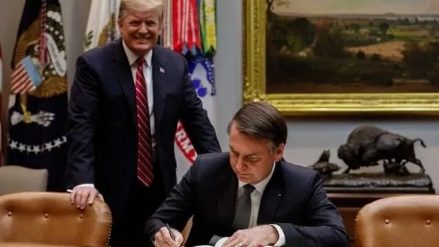 TRUMP DÁ OUTRA FACADA EM BOLSONARO: EUA mantém taxa do alumínio, mesmo com assinatura de acordo de cooperação econômica.