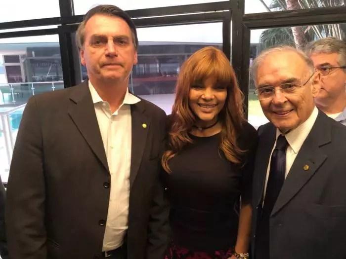 """Contra o isolamento social, o senador bolsonarista Arolde de Oliveira morreu de Covid-19, doença que chamou de """"vírus chinês""""."""