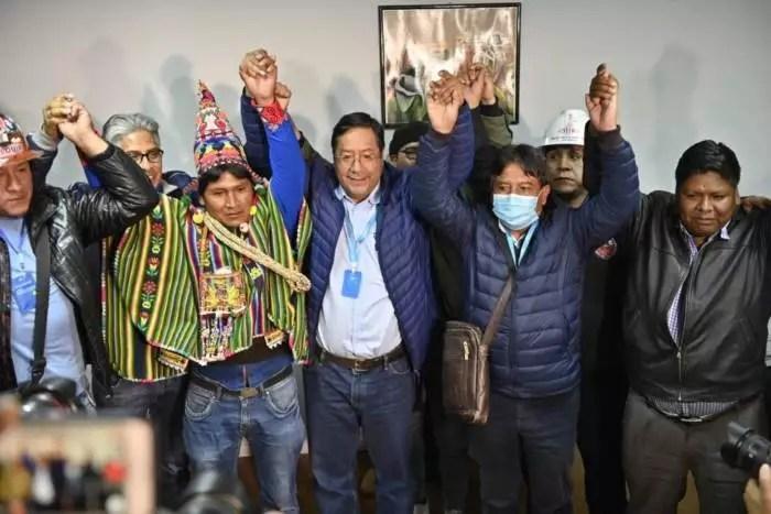 Bolívia: 40% das urnas apuradas. Luís Arce se distância de Mesa e começa a se aproximar da vitória em 1º turno.