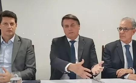 Video: Bolsonaro manda o brasileiro desligar a luz e tomar banho mais rápido, como solução ao aumento da luz.