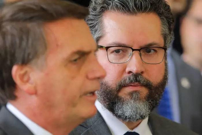 Chanceler omitiu à CPI da Covid reuniões paralelas de Ernesto Araújo e Filipe Martins em Israel
