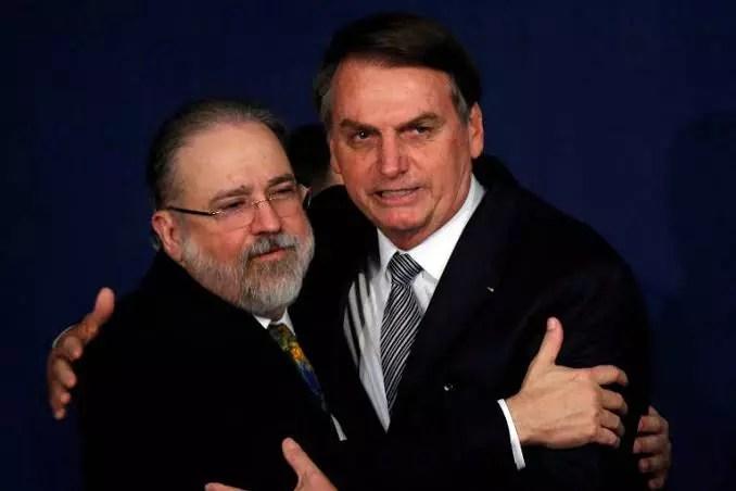 Nota de Aras traz reação dos ministros do STF que temem agravamento da crise política com atraso na vacinação