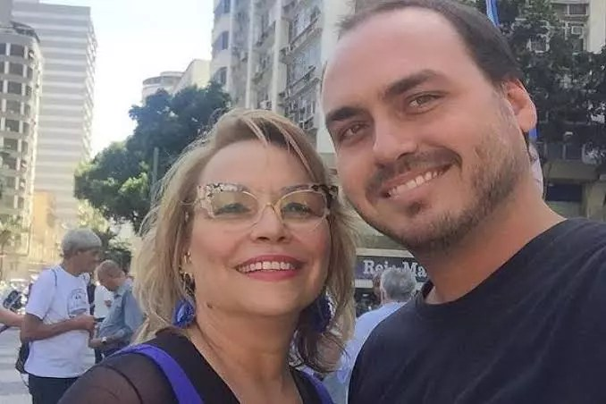 Ex-esposa de Bolsonaro pode ser um novo Queiroz em esquema de rachadinhas
