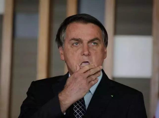 Em reação a Bolsonaro, governo da China diz que se opõe à politização do vírus