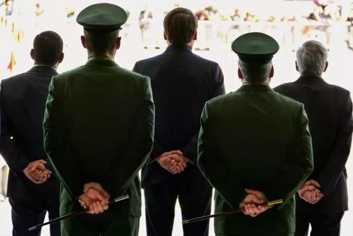 Congressistas dos EUA, com medo de golpe militar, pedem a Biden pra retirar oferta ao Brasil em relação à Otan.