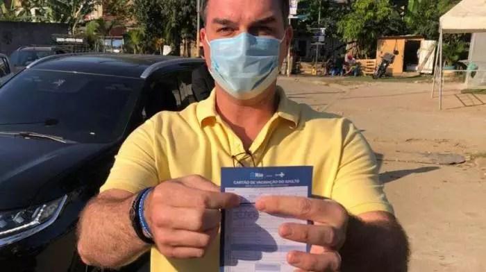 ÁUDIOS: Flávio Bolsonaro também tentou negociar vacinas e empresa conta com general do Exército.