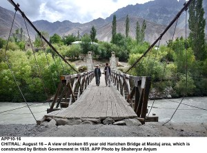 CHITRAL: August 16 – A view of broken 85 year old Harichen Bridge at Mastuj area, which is constructed by British Government in 1935. APP Photo by Shaheryar Anjum