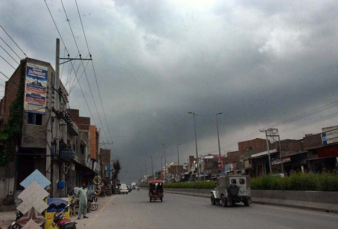 FAISALABAD: August 26 - A view of thick clouds hovering over the sky. APP photo by Tasawar Abbas