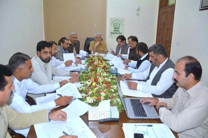 MULTAN: August 21 – Chairman PEMRA Mirza Muhammad Saleem Baig chairing a meeting during his visit to the Regional PEMRA office. APP photo by Qasim Ghauri