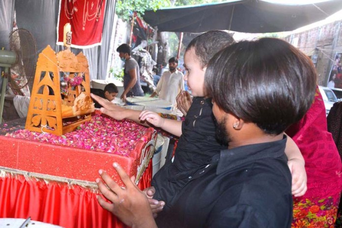 LAHORE: August 28 - Mourners touching Jhola Ali Asghar during procession of 8 Moharam-ul-Haram. APP Photo by Ashraf Ch