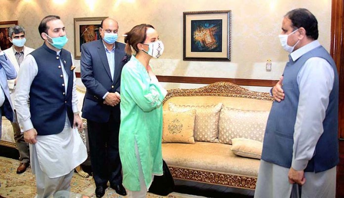 LAHORE: August 26 – Chief Minister Punjab Sardar Usman Buzdar receiving President International Parliamentary Union (IPU) Ms. Gabriella Cuevas Barron upon her arrival at Chief Minister Office. APP