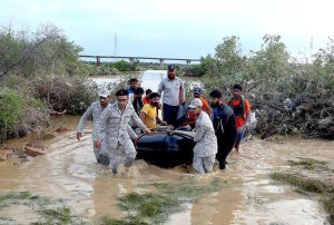 KARACHI: August 27 – Pakistan Navy personnel rescuing stranded people during search and Rescue operation. APP