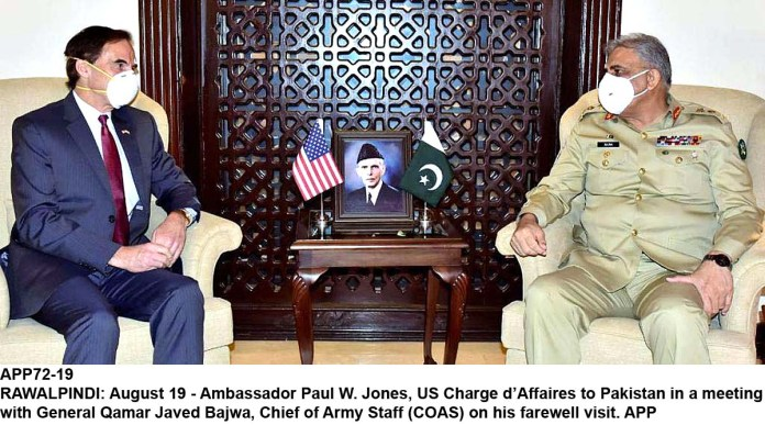 RAWALPINDI: August 19 - Ambassador Paul W. Jones, US Charge d'Affaires to Pakistan in a meeting with General Qamar Javed Bajwa, Chief of Army Staff (COAS) on his farewell visit. APP