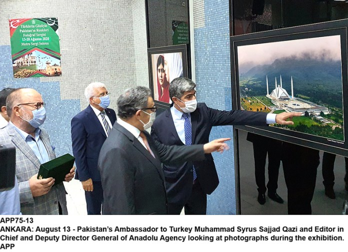 ANKARA: August 13 - Pakistan's Ambassador to Turkey Muhammad Syrus Sajjad Qazi and Editor in Chief and Deputy Director General of Anadolu Agency looking at photographs during the exhibition. APP