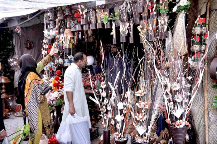 ISLAMABAD: September 06 - People taking interest in ornamental items displayed at a stall in weekly Bazaar in the federal capital. APP photo by Saleem Rana