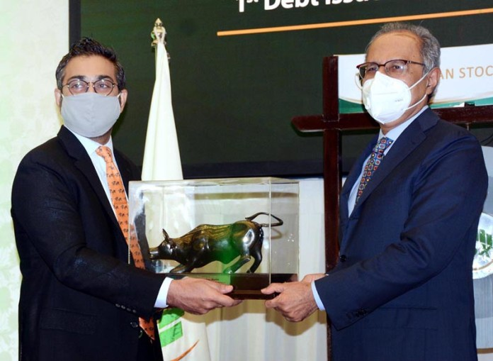 KARACHI: September 07 - Advisor to Prime Minister on Finance & Revenue Dr Abdul Hafeez Shaikh receives bull figure from Salman Mehdi, Chairman Pakistan Stocks Exchange PSX a during a ceremony on listing of Pakistan Holding Limited's Pakistan Energy Sukkuk II, at the trading hall in Pakistan Stocks Exchange. APP photo M. Saeed Qureshi