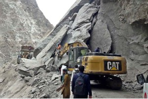 GILGIT: September 03 - FWO workers busy in clearing the Skardu-Gilgit Road blocked area due to heavy land sliding at Shingus area. APP Photo by Ashraf Hussain Nasiri