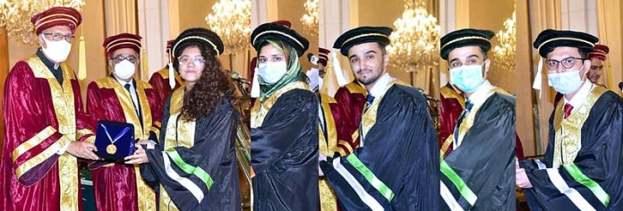 ISLAMABAD: September 15 - President Dr. Arif Alvi conferring gold medals among the position holder students of Ghulam Ishaq Khan Institute of Engineering Sciences and Technology at Aiwan-e-Sadr. APP