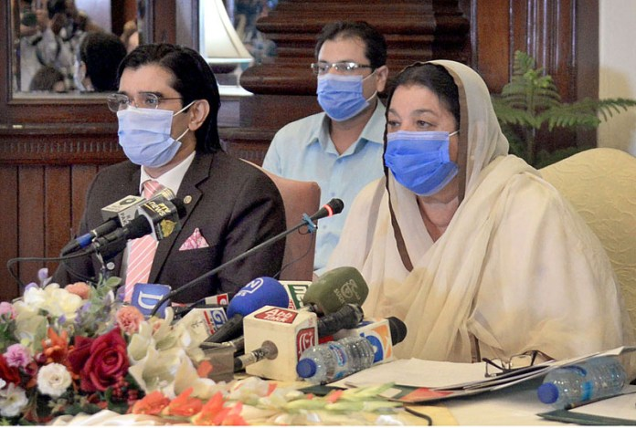LAHORE: September 30 - Provincial Minister for Health Dr. Yasmeen Rashid addressing a press conference. APP Photo by Amir Khan