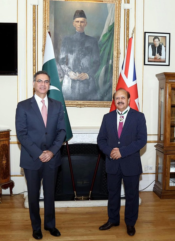 LONDON: September 30 - High Commissioner of Pakistan to the UK, Moazzam Ahmad Khan and Lord Qurban Hussain on the occasion of conferment of Sitara-i-Quaid-i-Azam on the latter at Pakistan High Commission. APP