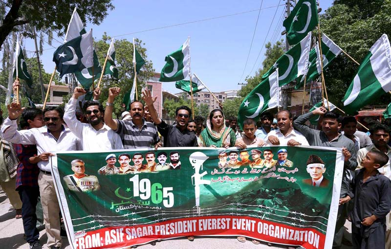 HYDERABAD: September 06 – Members of Everest Event Organization holding rally against Indian government tributes to the martyrs of Pak Army during Defense & Martyrs Day of Pakistan outside Press Club. APP photo by Akram Ali