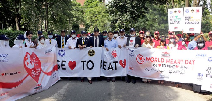 LAHORE: September 29 – Doctors and other staffers participating in a walk to mark World Heart Day at Jinnah Hospital. APP photo by Amir Khan