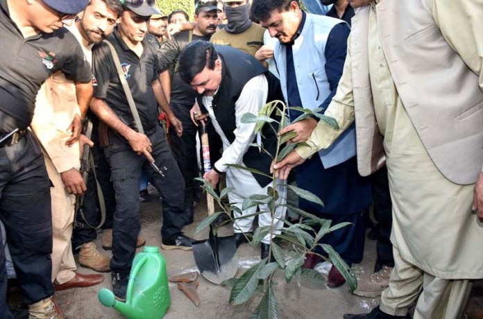 LAHORE: September 25 – Federal Minister for Railway Shaikh Rasheed Ahmed plants a sapling under the Prime Minister Clean And Green Program at Railway Workshop. APP photo by Ashraf Ch