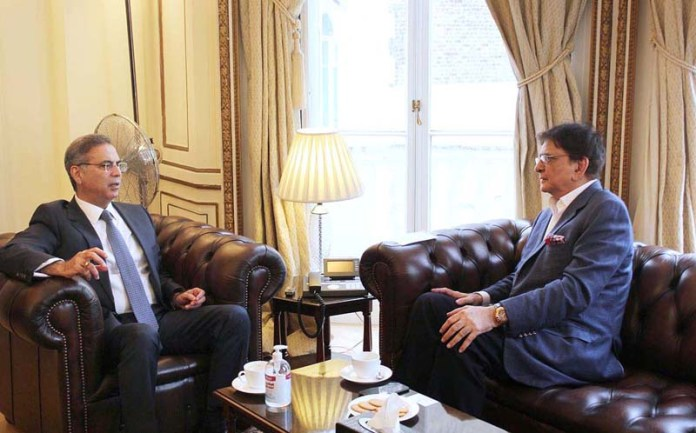 LONDON: September 25 – Sahibzada Jahangir, Spokesperson of Prime Minister On Trade & Investment in UK & Europe, in a courtesy call on High Commissioner Of Pakistan to the UK, Moazzam Ahmad Khan. APP