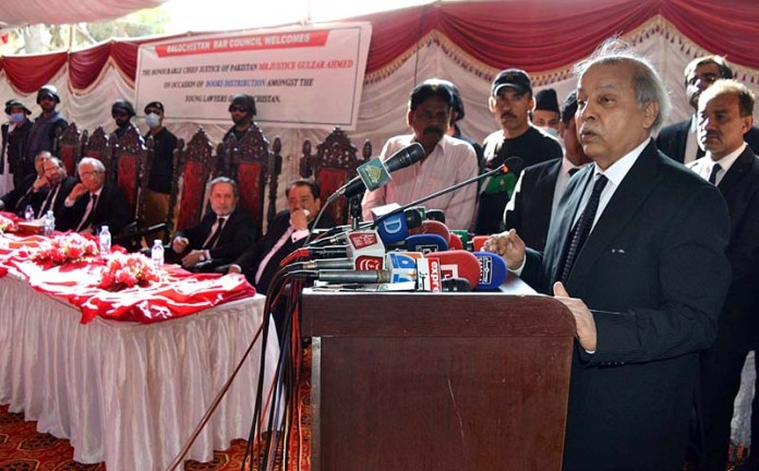 QUETTA: September 30 - Chief Justice of Pakistan Justice Gulzar Ahmed addressing during the books distribution among Balochistan's young lawyers at Kehchari. APP photo by Mohsin Naseer