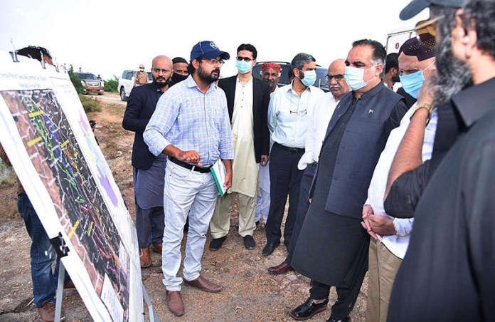 BADIN: September 02 – Punjab Governor Chaudhry Muhammad Sarwar along with Sindh Governor Imran Ismail being briefed about relief activities during their visit to rain affected areas. APP photo by Akram Ali