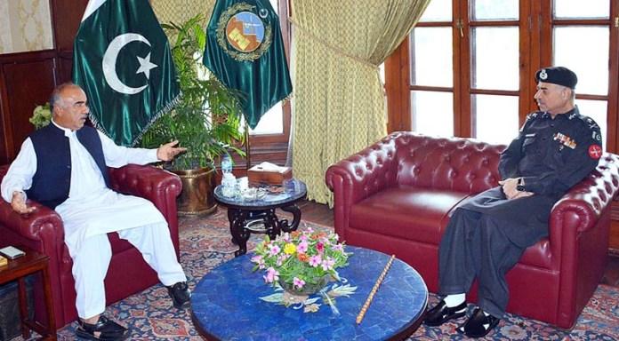 PESHAWAR: September 16 - Governor Khyber Pakhtunkhwa Shah Farman talking to Commandant Frontier Constabulary Moazzam Jah Ansari who called on him at Governor House. APP