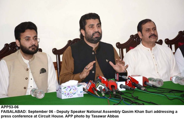 FAISALABAD: September 06 - Deputy Speaker National Assembly Qasim Khan Suri addressing a press conference at Circuit House. APP photo by Tasawar Abbas