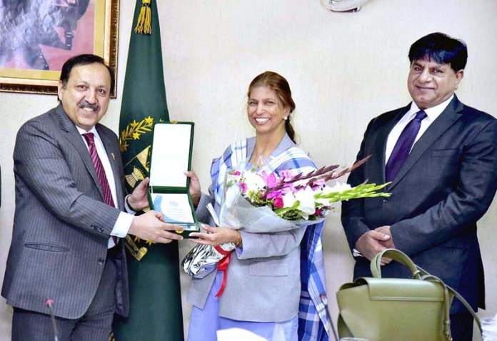 ISLAMABAD; September 10 – Federal Secretary Information and Broadcasting Akbar Durrani acknowledging the services of two retiring officers of Information group Ms. Naila Maqsood and Dr. Ata Panhwar at Ministry of Information and Broadcasting. APP